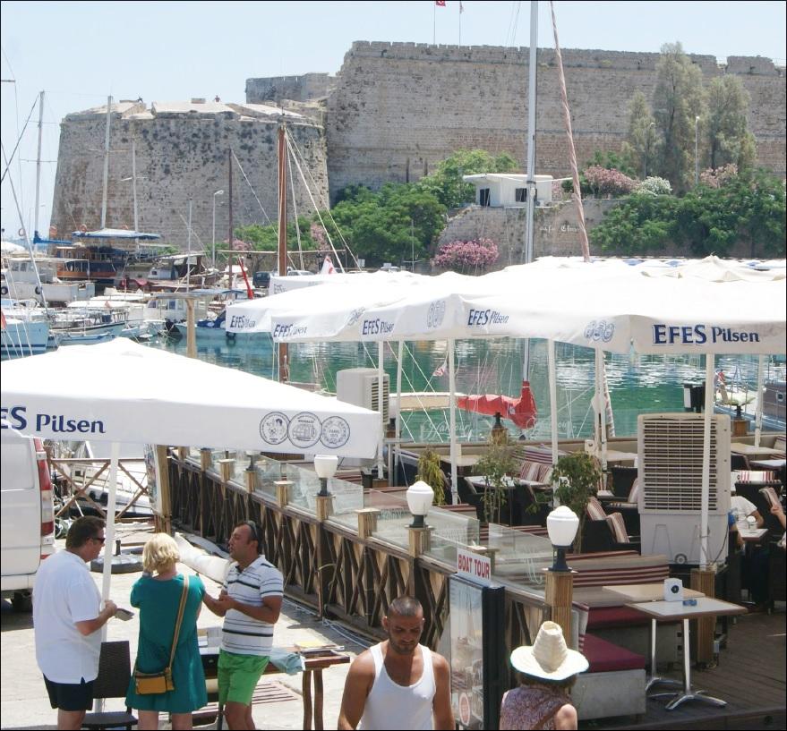Efes söröző Kyréniában. Igazhitűek kompromisszuma